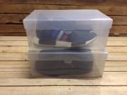 Med denne sneakerbox kan du stable dine sko og udnytte pladsen i skabet optimalt, uden at du mister overblikket. Du kan også vise dine flotteste sneakers frem for vennerne, uden at de samler støv, samtidig med at du faktisk passer bedre på dem, ved at opbevare dem i denne prisbillige sneakerbox